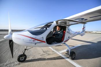由沈阳航空航天大学自主设计研发的增程电动双座rx1e-a型飞机在沈阳财