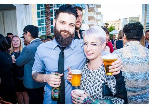 只要你分享的故事够有趣、够特别,上传的照片够出彩、够特色,就有机会成为青岛啤酒全球消费者代言人。6月6日,全球举杯共分享青岛啤酒全球代言人计划正式发布,面向全球100个国家和地区,公开征集100位消费者代言人。    上传精彩照片 分享有趣故事   青岛啤酒全球代言人就是你   据了解,本次活动已在各大社交网络展开,面向全球同步征集。关注青岛啤酒官方微博、微信,海外消费者可通过Facebook、Twitter、Instagram等平台参加,或将资料发送到tsingtaobeer@