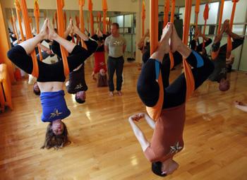 反重力瑜伽正在欧美流行