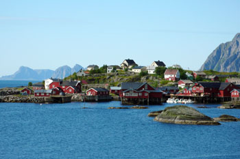 挪威北部美丽的罗弗敦群岛,图为建在水上的渔民小屋.