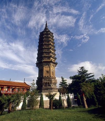 塔平面呈八角形,为九级砖木混合结构的阁楼式塔