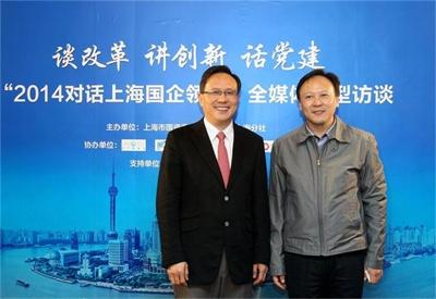 上海纺织(集团)有限公司董事长童继生(左)与新华社