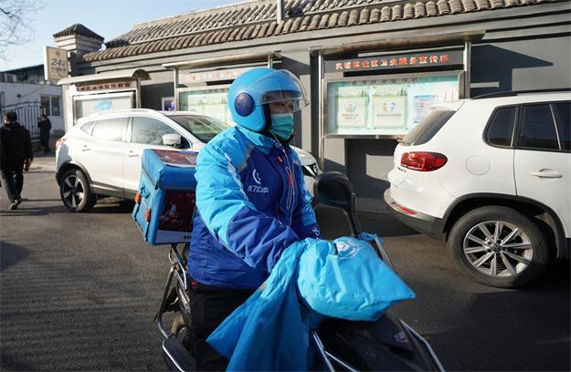 外賣騎手張衛鵬:今年過年留北京 打了疫苗更安心